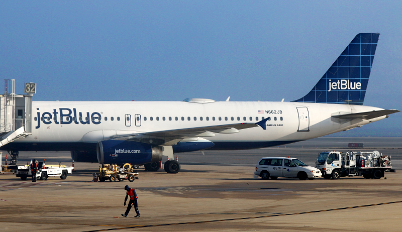 JetBlue Airways A318-321 airplane